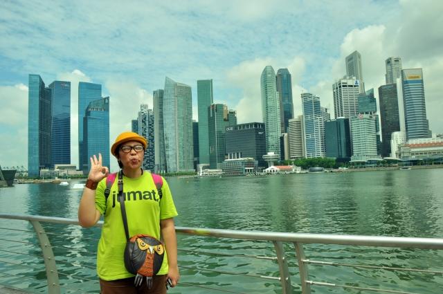 Mejeng seru di Marina Bay, aselik ini bagus banget yaaa ...