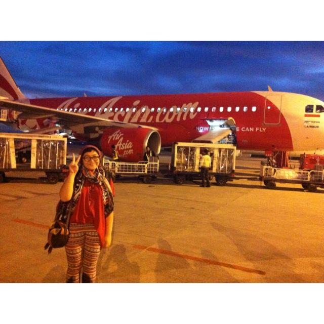 Penampakan jam 5:35 pagi di bandara hahaha .. bagus jugaaaa yaaakkk (lah muji)