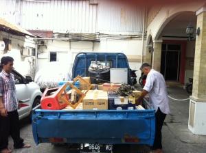 Mobil pick up jadul yang berjasa banget :)
