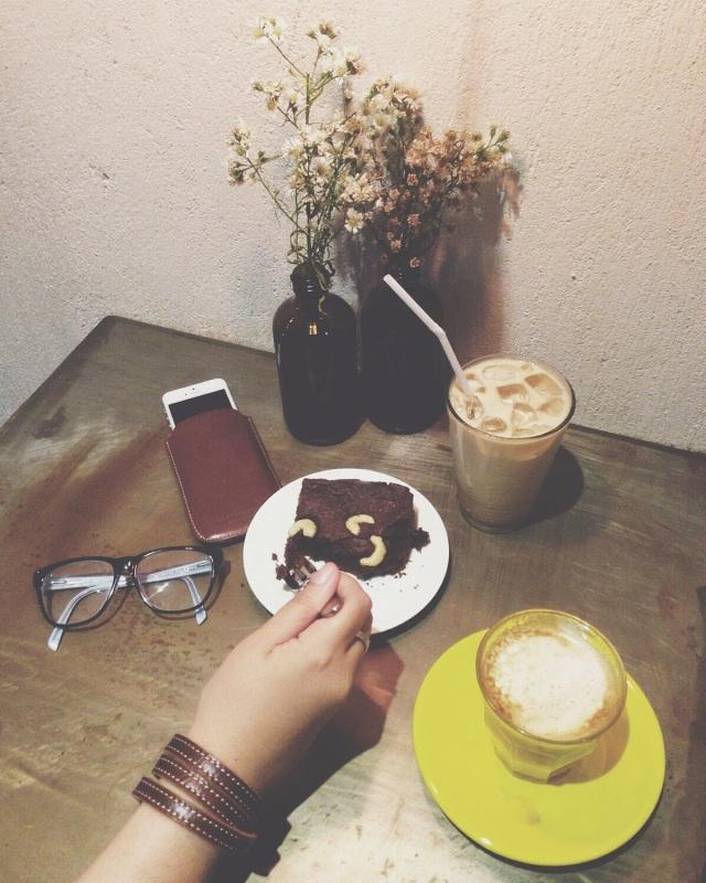 Ini tangan gue. Yang moto temen gue @lennywidjaja ... Follow dia deh buat rekomendasi tempat makan ciamik!